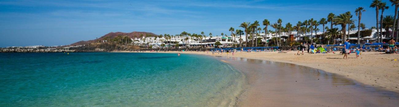 Orilla con reflejos - Playa Flamingo, Playa Blanca.