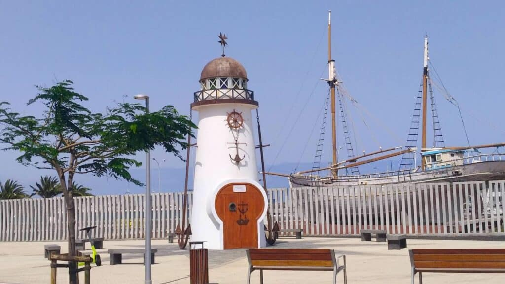 Faro Cruz del Mar - Turismo Lanzarote